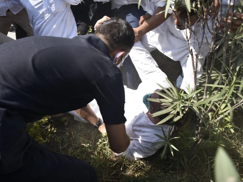 Hathras LIVE: हाथरस जा रहे राहुल गांधी गिरफ्तार, प्रियंका ने लगाया लाठीचार्ज का आरोप