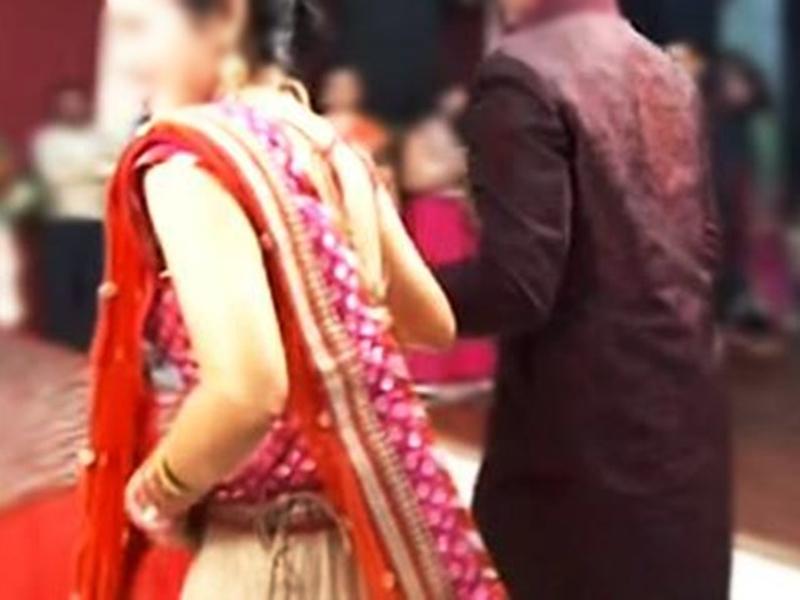 आठ साल प्रेम के बाद शादी, साड़ी पहनने की बात पर अलग, फिर ऐसे माने