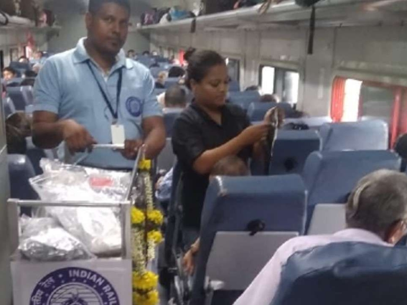 ट्रेन में भी काम करेंगे Debit Credit Card, यात्रियों को ऐसे होगी सहूलियत