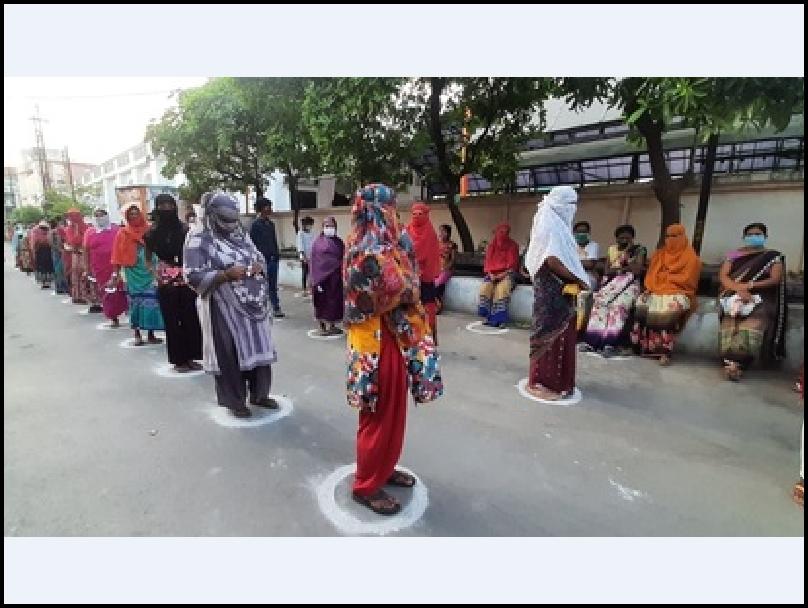 कोई भूखा न सोए इसलिए जरूरतमंदों को रायपुर नगर निगम बांट रहा खाना