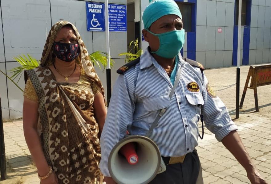 जेपी अस्पताल में पहला टीका लगवाने के आधे घंटे बाद हरदेव ने संभाली सुरक्षा की जिम्मेदारी