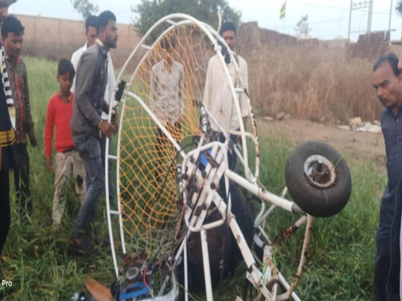 हनुवंतिया जल महोत्सव में पैराग्लाइडर जमीन पर गिरा, दो की मौत