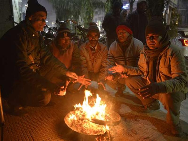 सर्द हवाओं से ठिठुरा मध्य प्रदेश, भोपाल और इंदौर में दूसरे दिन भी कोल्ड डे