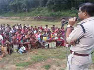भटरीमऊ के सैकड़ों ग्रामीणों ने नक्सलपंथ से किया तौबा