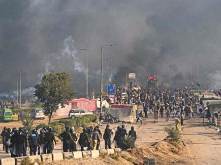 पाकिस्तानी शहरों में फैली हिंसा, 6 की मौत, 200 घायल