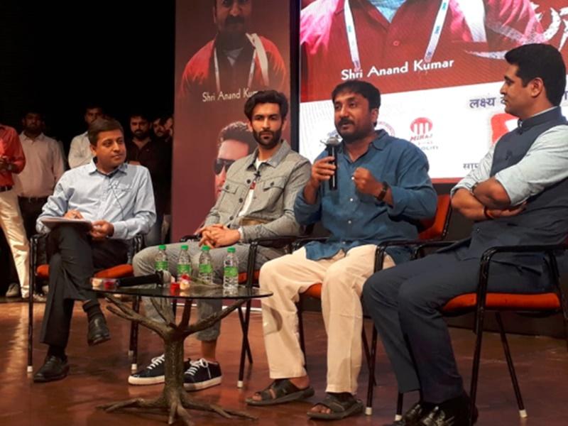 Super-30 के प्रमोशन के लिए इंदौर आए असल हीरो आनंद कुमार, बोले- मेहनत करने वालों की हार नहीं होती