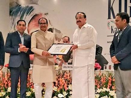 Madhya Pradesh: उपराष्ट्रपति ने मप्र के पूर्व सीएम को प्रदान किया एपीजे अब्दुल कलाम अवॉर्ड