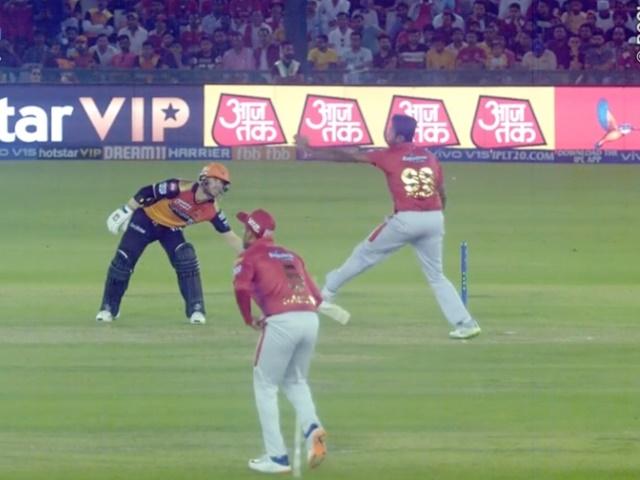 Video IPL 2019: मनकडिंग आउट होने के डर से वॉर्नर ने उठाया ऐसा कदम, देखकर आप भी मुस्करा देंगे