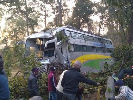 अंबिकापुर में बस दुर्घटना, एक की मौत और कई यात्री घायल
