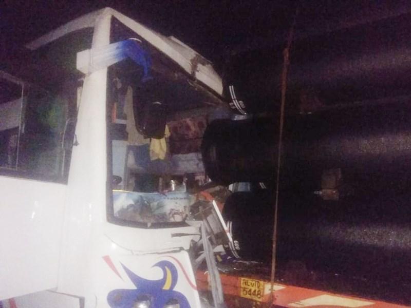 रायगढ़ में बस और ट्रक में टक्कर 29 यात्री घायल, मेकाहारा में भर्ती