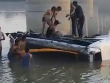 राजस्थान में बस नदी में गिरी, मप्र के 8 लोगों समेत 32 की मौत