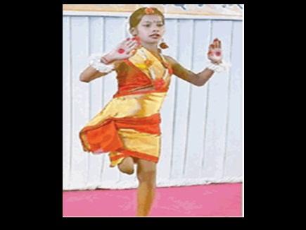VIDEO : दिव्यांग चंचल एक पैर से करती है डांस, मासूम ने घर बैठे ऐसे ली ट्रेनिंग