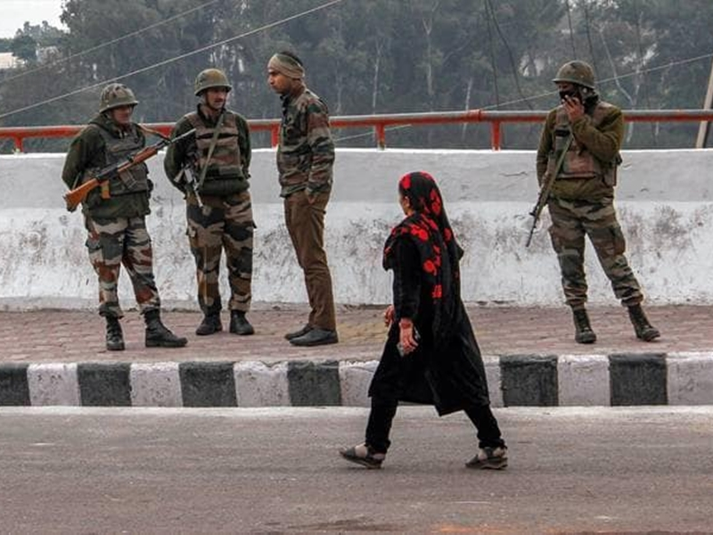 Article 370: पाक जर्नलिस्ट ने की भारतीय सेना में फूट डालने की कोशिश, CRPF-JK पुलिस ने दिया ऐसा जवाब