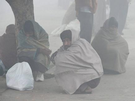 Delhi Weather: दिल्ली-NCR में फिर लौटी ठंड, हवाओं ने दिलाई प्रदूषण से राहत
