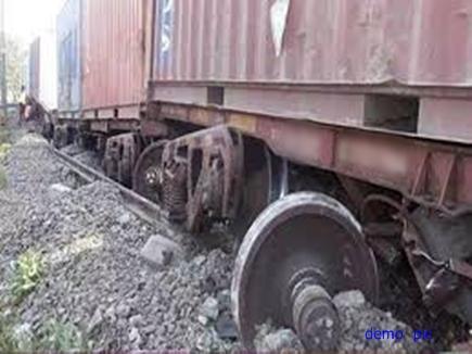 मुंबई-हावड़ा रूट के बाकल स्टेशन पर मालगाड़ी बेपटरी, तीन ट्रेनों को रोका