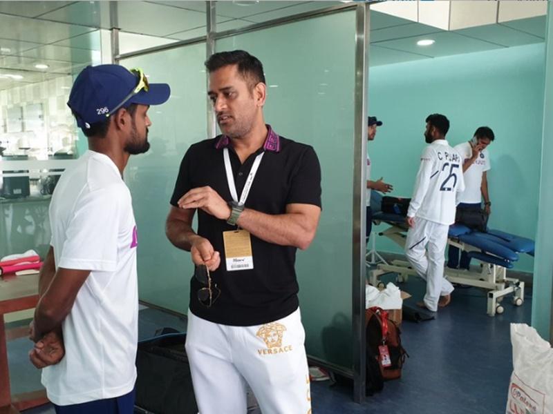 India vs South Africa 3rd Test: धोनी ने भारतीय खिलाड़ियों से की मुलाकात, BCCI ने किया ऐसा ट्वीट