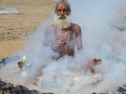 Prayag Kumbh: 18 साल और 6 चरणों की कठोर तपस्या है, धुनी रमाना