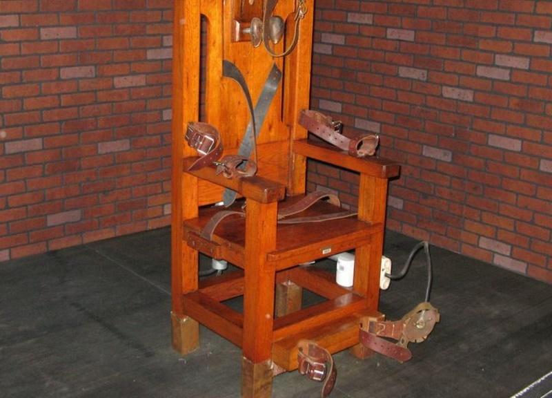 अमेरिका में हत्यारे कैदी को दी इलेक्ट्रिक चेयर पर बैठाकर मौत की सज़ा