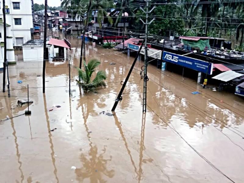 केरल समेत देश के कई राज्यों में बाढ़ से अब तक 172 की मौत, बिगड़े हैं हालात
