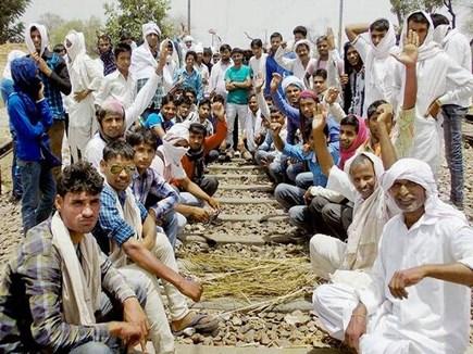 Gurjar Agitation: रेलवे ट्रैक पर कब्जे से बिगड़े हालात, आधा दर्जन ट्रेनें रद्द, कई डायवर्ट