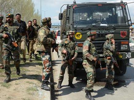 पुलवामा में आतंकियों ने घर से निकालकर की एसपीओ की हत्या