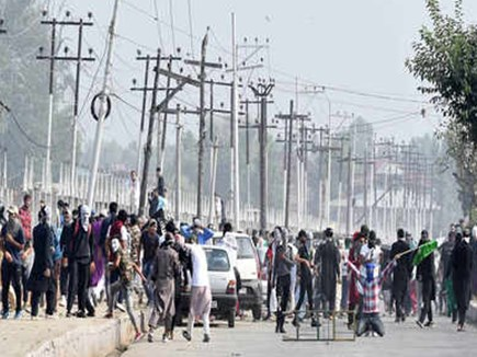 कश्मीर समस्या के लिए फॉर्मूला तैयार, इमरान की मंत्री ने किया दावा