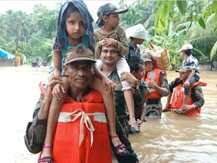 केरल की बाढ़ में सेना के जवान बने देवदूत, बचाई 16005 लोगों की जान