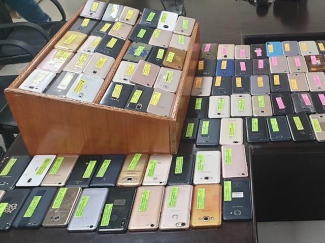 जबलपुर पुलिस ने 110 गुम हुए मोबाइल खोजकर लोगों को लौटाए