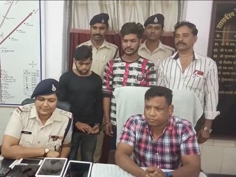 VIDEO : इंदौर में ट्रेन में पकड़ाए दो चोरों के पास मिले 2.30 लाख रुपए कीमत के मोबाइल