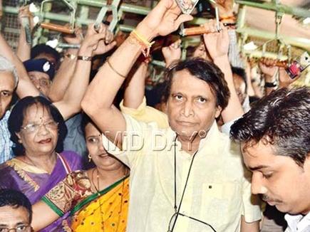 प्रभु ने मुंबई लोकल में खडे़-खड़े किया सफर, जानी यात्रियों की परेशानी