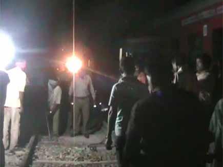 झारखंड में रेलवे स्टेशन पर नक्सली हमला, ट्रेन पर कब्जा