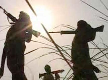 नक्सलियों ने पत्ता ठेकेदार से 26 लाख रुपए लूटे