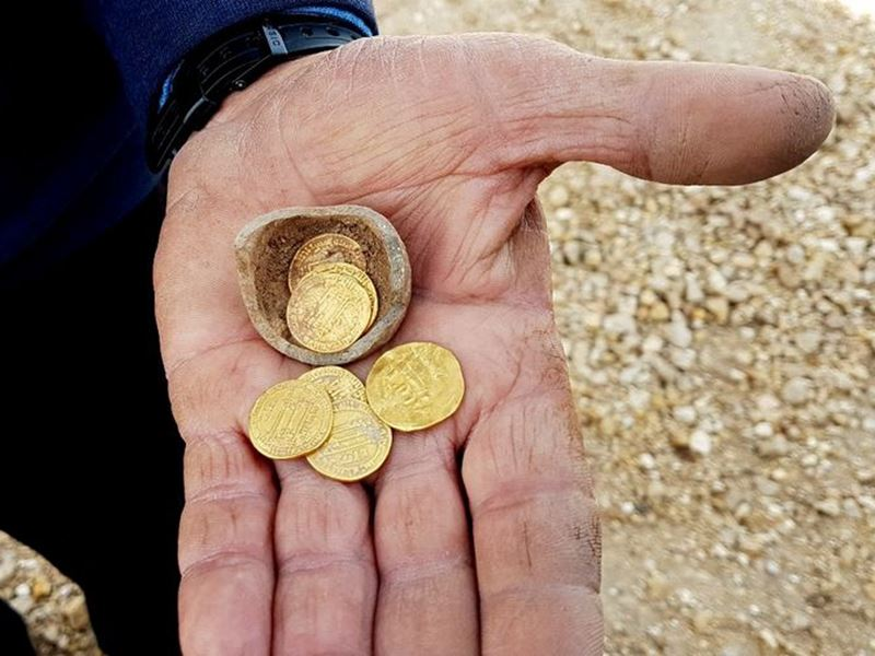 Israel discovers 1200 year old piggy bank with gold coins