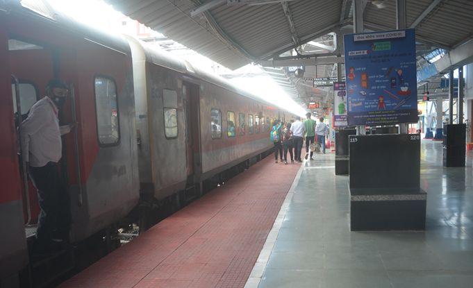 Chattisgarh News : ट्रेन में सफर के साथ खाना हुआ महंगा