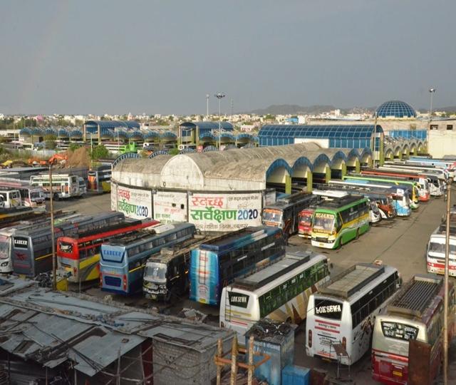 जबलपुर में खड़ी रही बसें