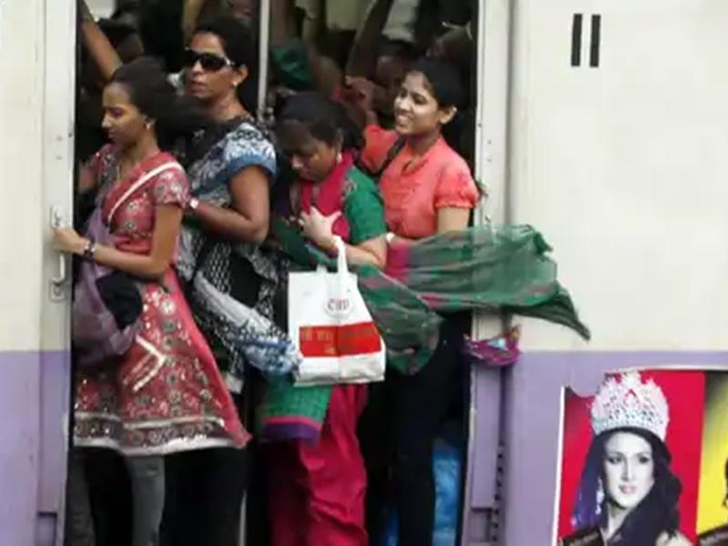 Mumbai में आज से चलीं 350 Local Trains, जानिए टाइमिंग और किनको सफर की अनुमति