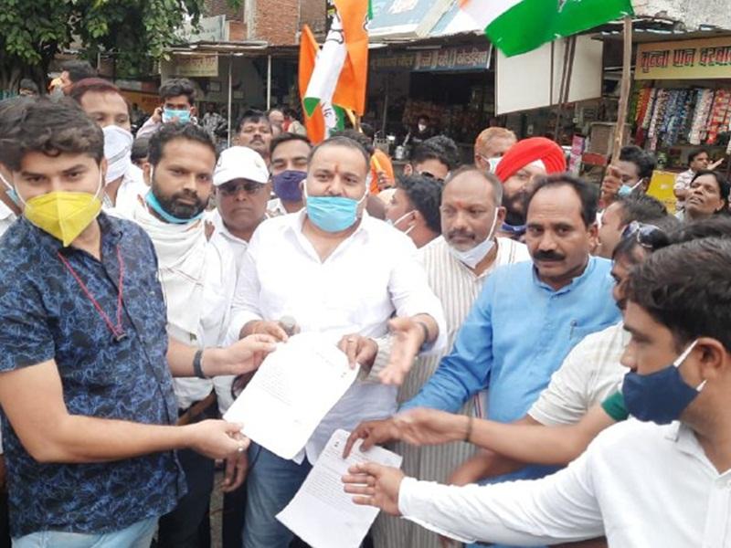 Protest Against Inflation: महंगाई के खिलाफ सड़क में उतरे कांग्रेसी