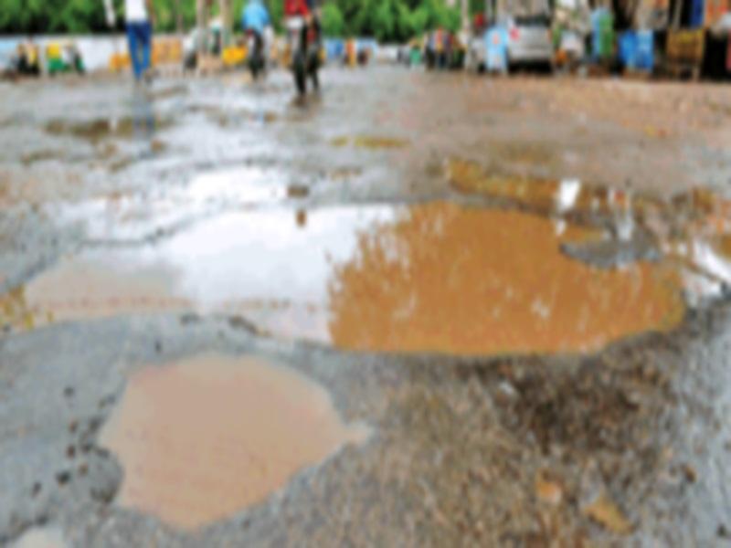 Gwalior Municipal Corporation News: चार टीमें कर रहीं सड़काें के गड्ढे भरने का काम, फिर भी जनता परेशान