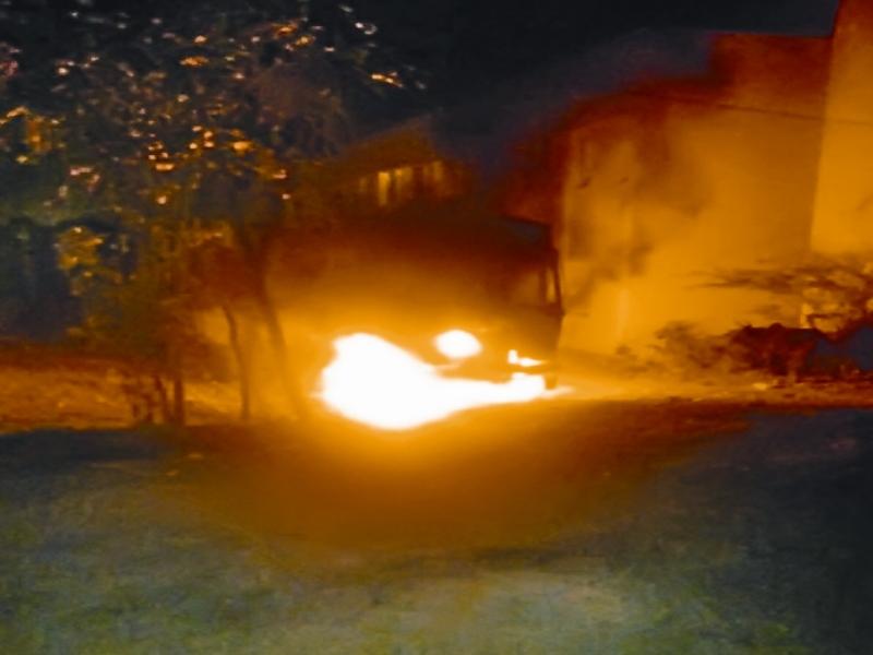 Gwalior Burning Car: जबलपुर से मां की रिटायरमेंट पार्टी में शामिल हाेने आया था, कार काे जलते देखा ताे बुझाई आग, कलेक्टर ने किया जज्बे काे सलाम
