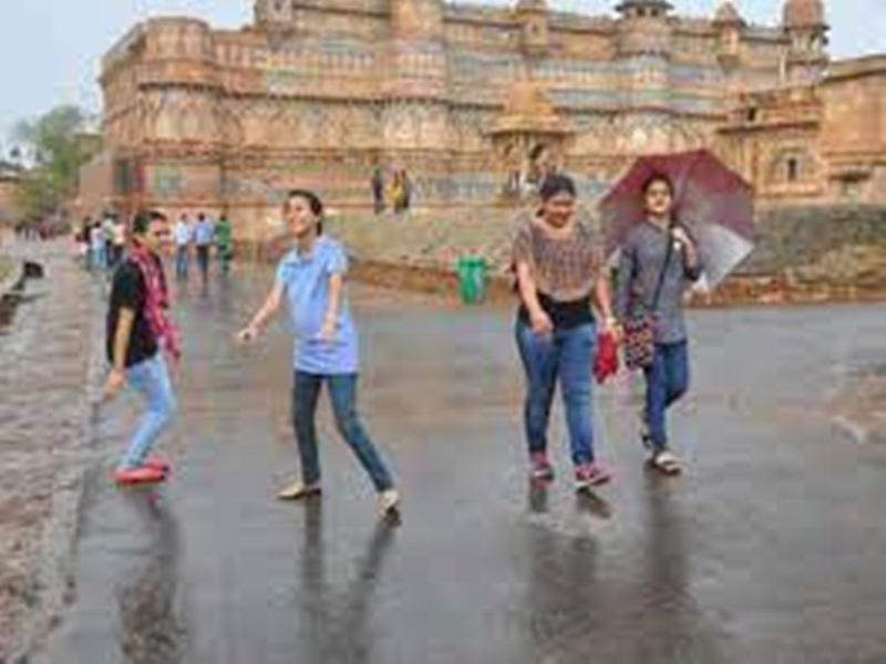 Gwalior Weather Report: उमस ने किया बेहाल, दाेपहर के बाद झमाझम के आसार, अगले तीन दिन घर से निकले ताे छाता जरूर साथ ले लें