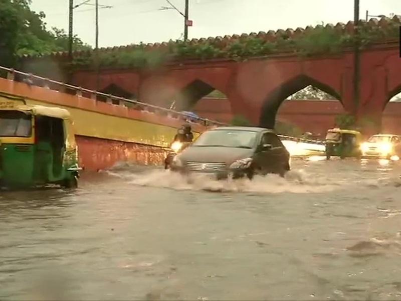 Weather Update: राजधानी दिल्ली सहित UP, हरियाणा और राजस्थान के इन शहरों में भारी बारिश का अलर्ट