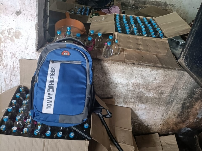 Action On Adulterated liquor In Bilaspur: सुपरवाइजर और सेल्समैन पानी मिलाकर बेच रहे थे शराब
