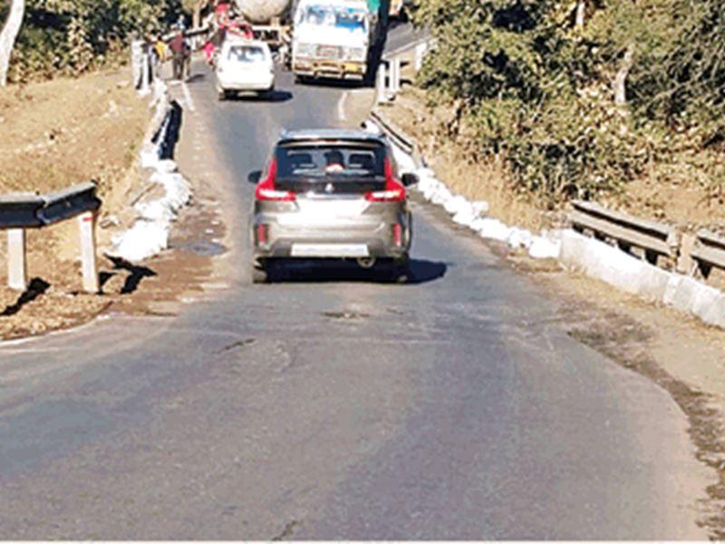 Toll Tax in MP: सड़क नहीं... यहां गड्ढों का लग रहा टोल टैक्स
