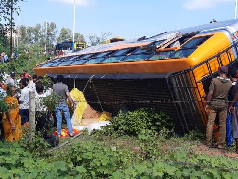 MP News: सतना से शहडोल जा रही बस पलटी, 12 यात्री घायल, पांच गंभीर