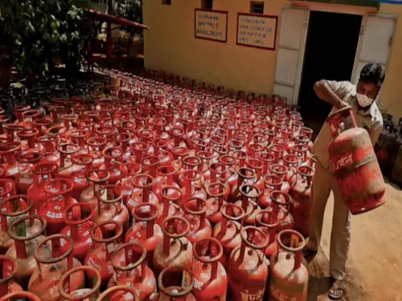 LPG Cylinder Price Hike: जनवरी से अभी तक 190 रुपए हुआ महंगा, जानिए आपके शहर में क्या है अब कीमत