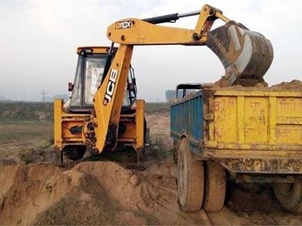 Indore  Illegal Mining: कोटवार ही अवैध खनन का जिम्मेदार, खेती के लिए मिली थी शासकीय भूमि, ठेकेदारों को खोदने के लिए दी