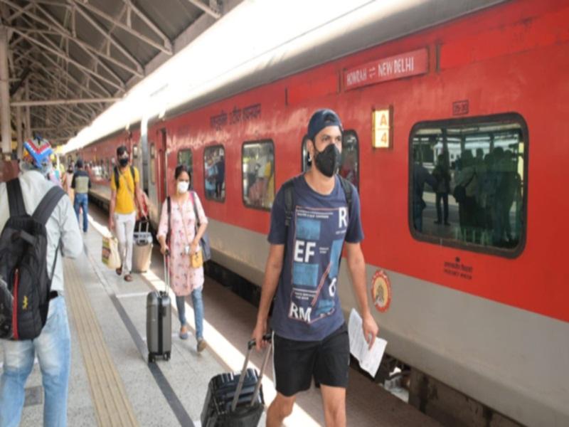 Bhopal News : ट्रेन में दिसंबर से जनवरी के बीच यात्रा करना हो तो अभी करा लें बुकिंग