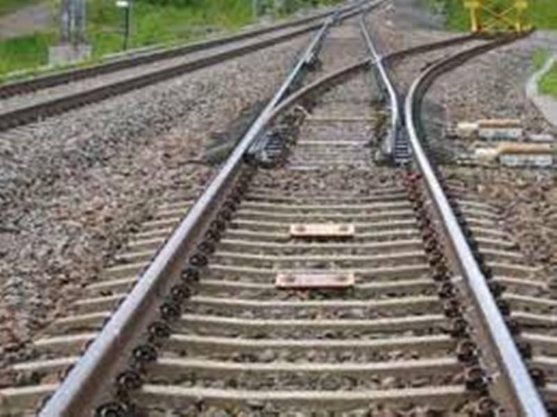 Gwalior Railway news: फिश प्लेट के टूटे बोल्ट, अटकी ट्रेन, हादसा टला