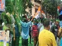 West Bengal Results: जीत के जश्न में कोरोना दिशानिर्देशों का उल्लंघन, चुनाव आयोग ने लिया संज्ञान