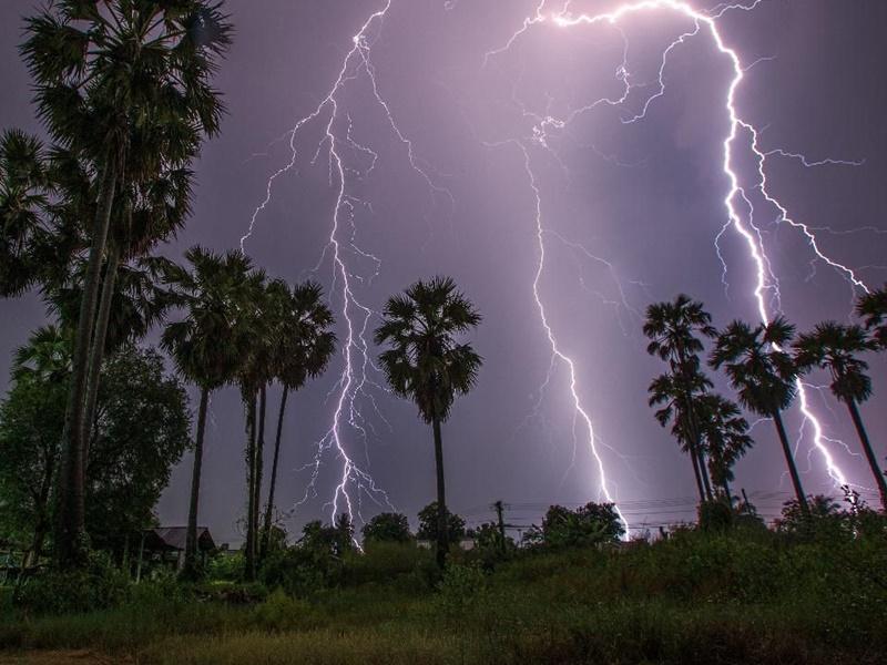 Weather Update: बिहार में बिजली गिरने से 30 की मौत, अगले दो दिन इन राज्यों में भारी बारिश का अलर्ट
